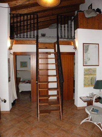 Bed & Breakfast Luna & Limoni: Schlafzimmer mit Galerie und unten links 2. Schlafzimmer