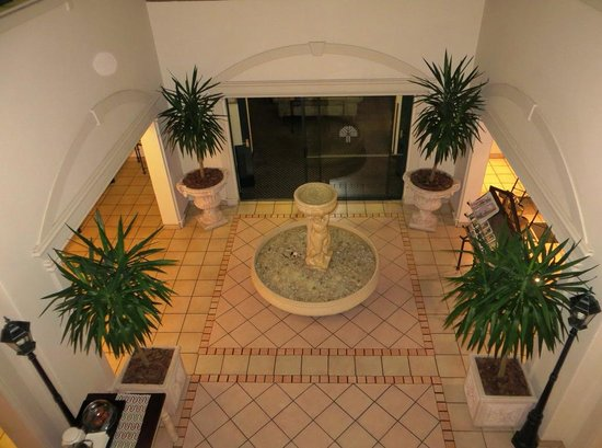 Courtyard Hotel Eastgate: Entrance hall