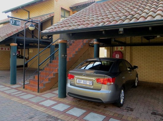 Courtyard Hotel Eastgate: Under cover parking