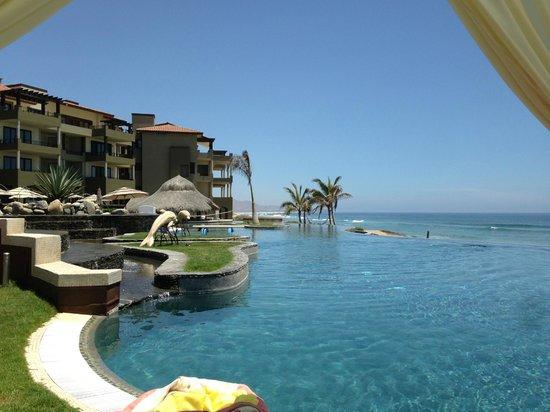 Sol Pacifico Cerritos: Infiniti pool is perfect