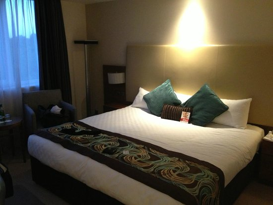 Thistle Kensington Gardens : Park view room gets you a bigger bed and room