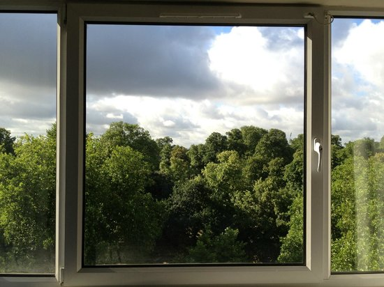 Thistle Kensington Gardens: the view from my room- Must book Park View rooms!
