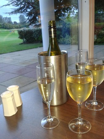 Hilton Belfast Templepatrick Golf & Country Club: Complimentary Prosecco