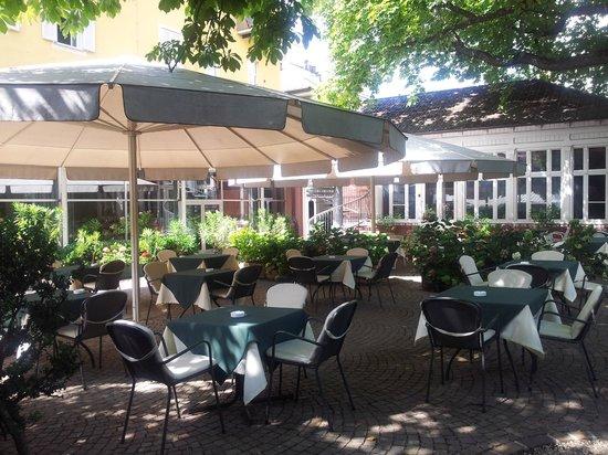 Scala Stiegl Hotel: Garten und Frühstücksbereich