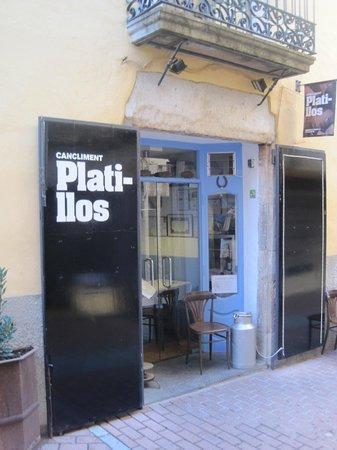 Platillos: Corner location on Carrer Pi i Rallo.