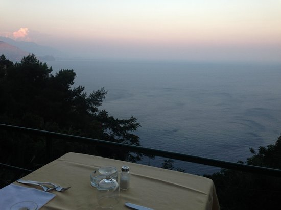 Le Grottelle: the view from the table - booking recommended