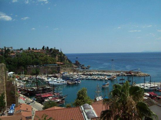 Hotel Twenty: рядом порт и маленький пляж
