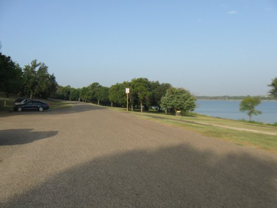 Woodway Park: The road / walking & running path which goes in a loop
