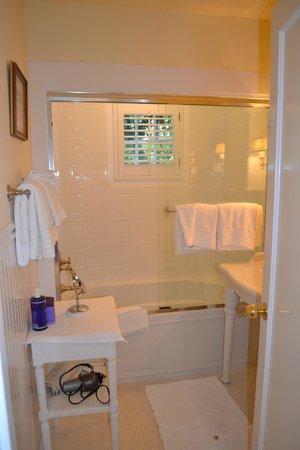 Lincoln Green Inn: Bath