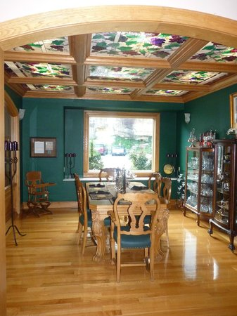 Hermann Hill Vineyard Inn & Spa and River Bluff Cottages: Gorgeous dining room