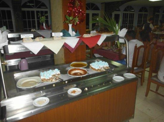 Hotel Islazul Sierra Maestra: Es wird auch nicht so gerne abgeräumt. Die Tische sahen ähnlich aus.