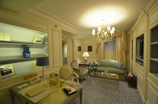 Four Seasons Hotel George V: Four Seasons Executive Suite