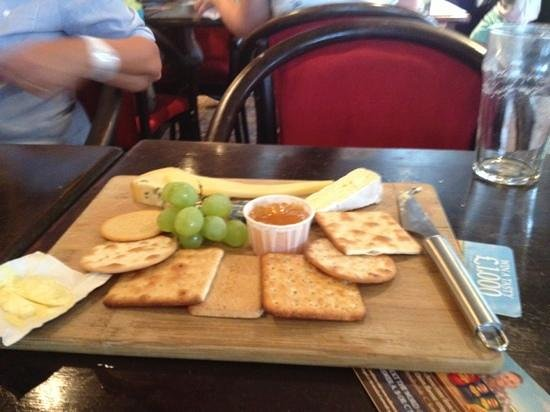 The Mermaid Inn: mango chutney with my cheese and biscuits!