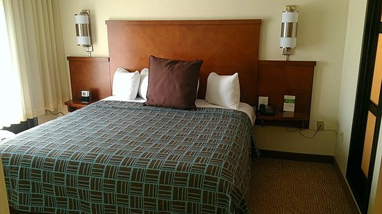 Hyatt Place Orlando Airport: awsome bed