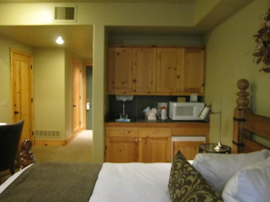 Lodges at Deer Valley: Kitchenette