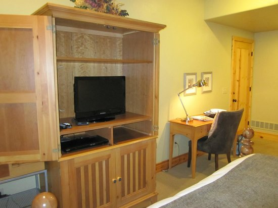 Lodges at Deer Valley: TV