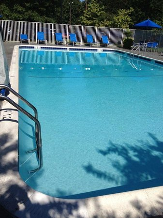 DoubleTree by Hilton Hotel Baltimore - BWI Airport: Outdoor pool