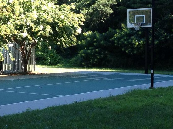 DoubleTree by Hilton Hotel Baltimore - BWI Airport: Basketball Court