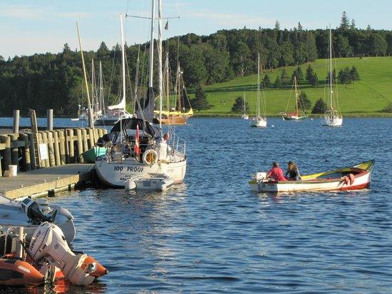 Smugglers Cove Inn: Lunenburg Harbor