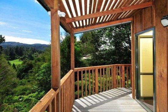 Kanuka Ridge Abel Tasman Backpackers: Views from verandah of ensuite rooms