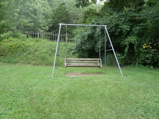 Raccoon Mountain RV Park and Campground: Nice swing near cabins.