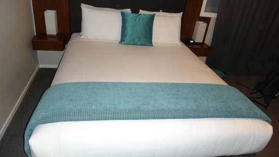 Argent Motor Lodge: Very comfortable bed and crisp white linen