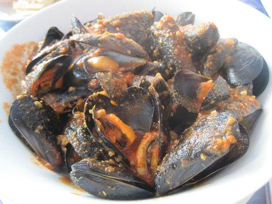 Garreta: Steamed mussels in tomato sauce.