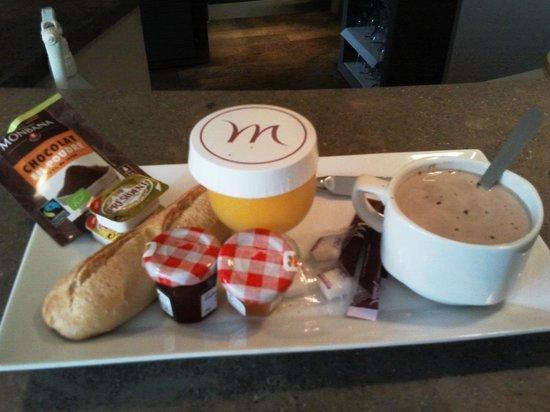 Mercure Carcassonne La Cité hotel : Petit-déjeuner -express servi au bar