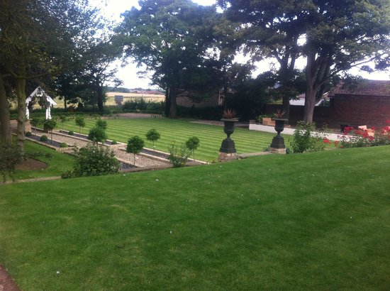 Dunedin Country House: grounds