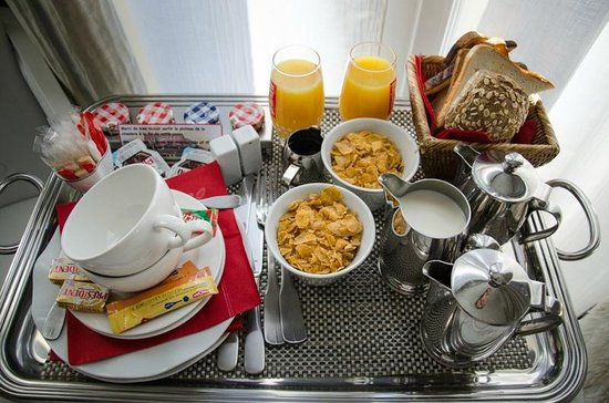 ‪هوتل رينوار: American Breakfast in the hotel room‬