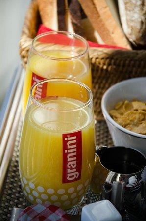 Hotel Renoir: Breakfast
