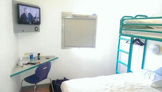 ibis Budget Paris Porte d'Italie Est : Flat screen tv
