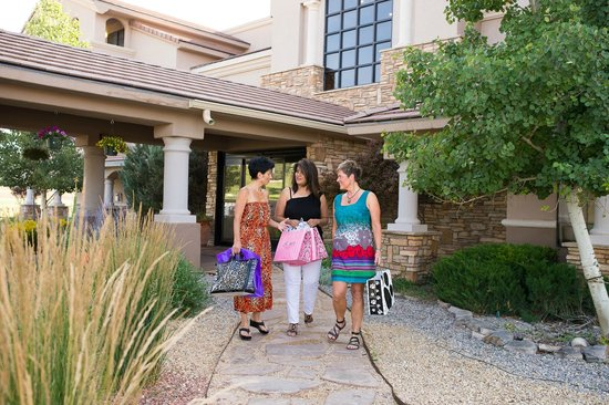 The Lodge at Sierra Blanca: Nearby shopping in midtown Ruidoso