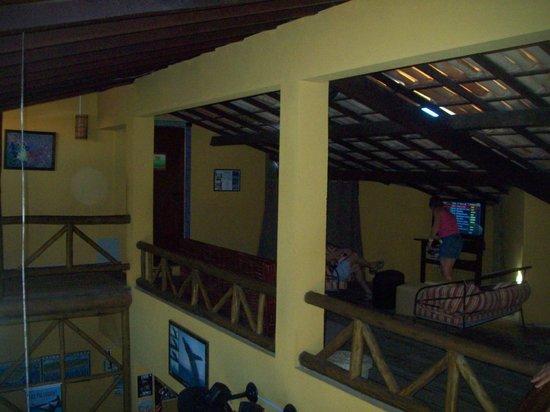 Praia Do Forte Hostel: sala de tv