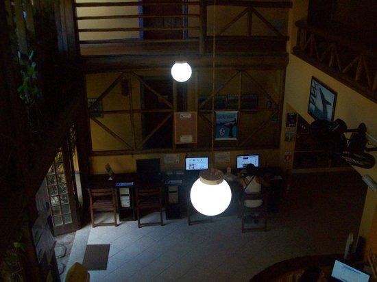 Praia Do Forte Hostel: sala de compus