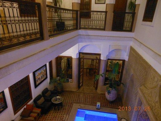 Riad Dar Beldia: habitaciones y comedor