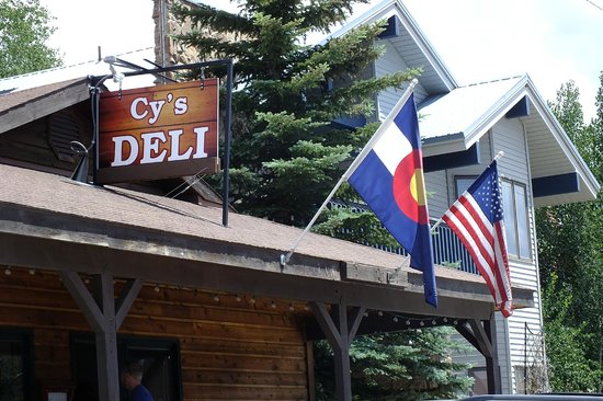 Cy's Deli: look for the flags