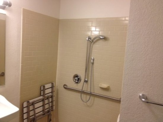 Candlewood Suites North Orange County: Bathroom Picture 2