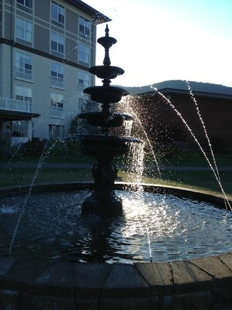 Fort William Henry Hotel and Conference Center : The Fountain - A favorite location for pictures of the family.