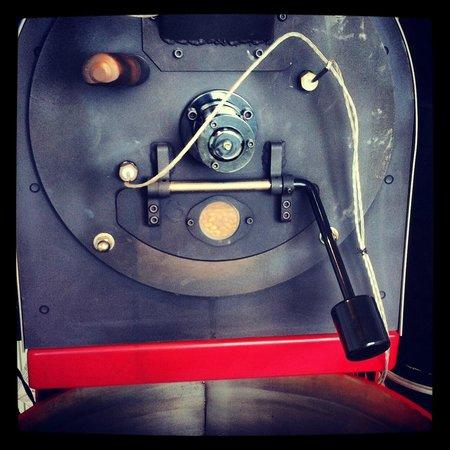 Hula Daddy Kona Coffee: Coffee getting roasted