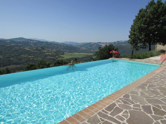 Bellaugello: The stunning view from the pool