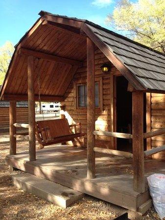 Durango Riverside Resort: porch swing