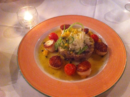 Red Barn: Sea scallops with a wild mushroom risotto finished with a mango salsa