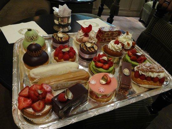 Laduree : Variety of cakes