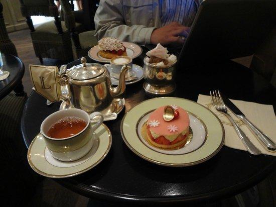 Laduree : Our tea time