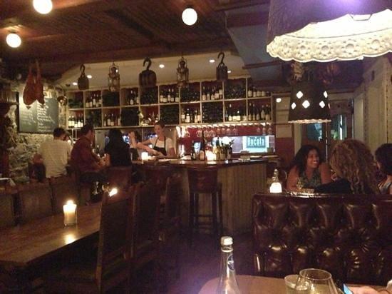 Bocata Restaurant Bar a Vin: restaurant le soir