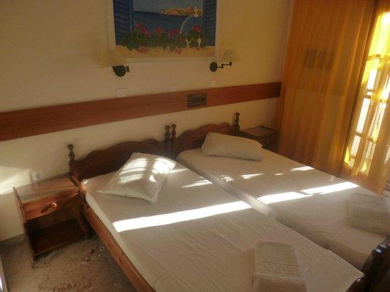 Holiday Beach Resort: Room
