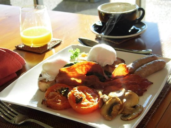 Riverview Terrace: A breakfast fit for a King