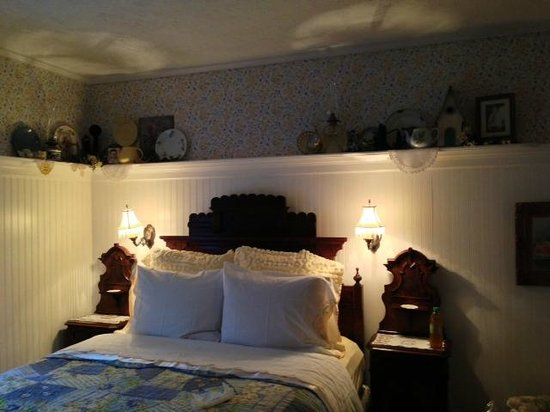 The Garden Cottage Bed and Breakfast: Bedroom
