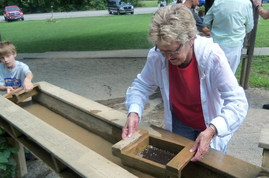Olentangy Indian Caverns: Using the Sluice for Gem Mining